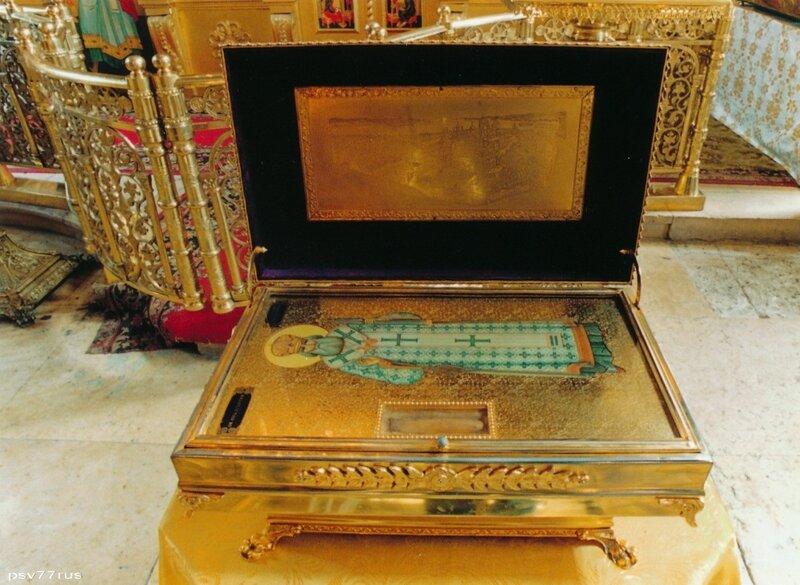 Ковчег с частицей мощей Святителя Игнатия Брянчанинова.