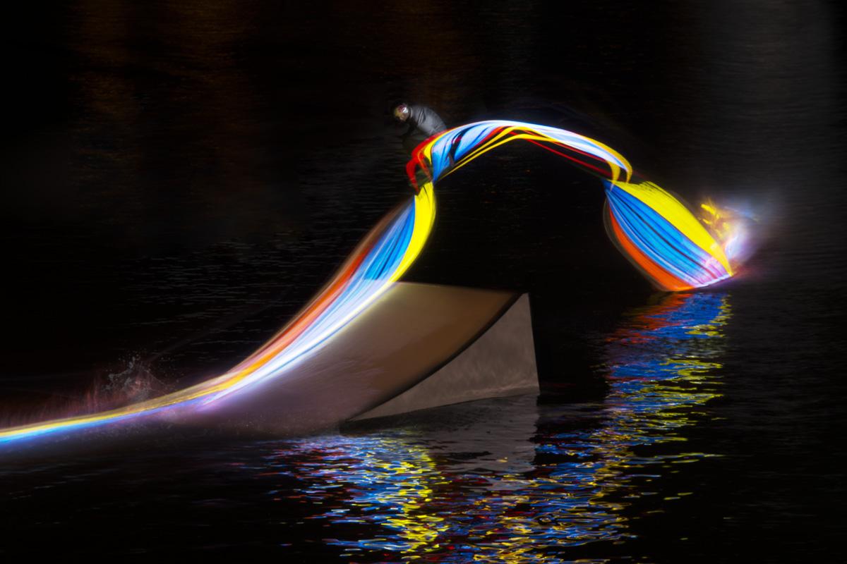 Радужный вейкбординг в серии Motijn to light / Движение к свету. Фотограф Patrick Rochon