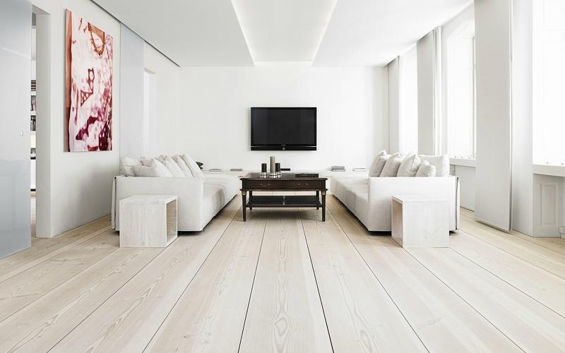 Белый цвет в интерьере гостиной, фото 1