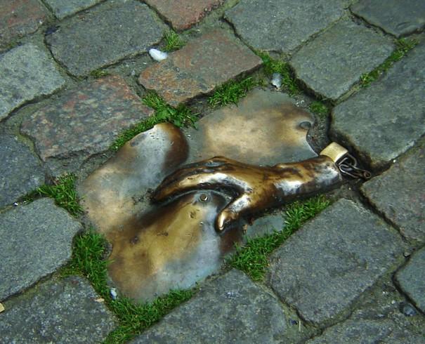 Памятник женской груди (Амстердам)