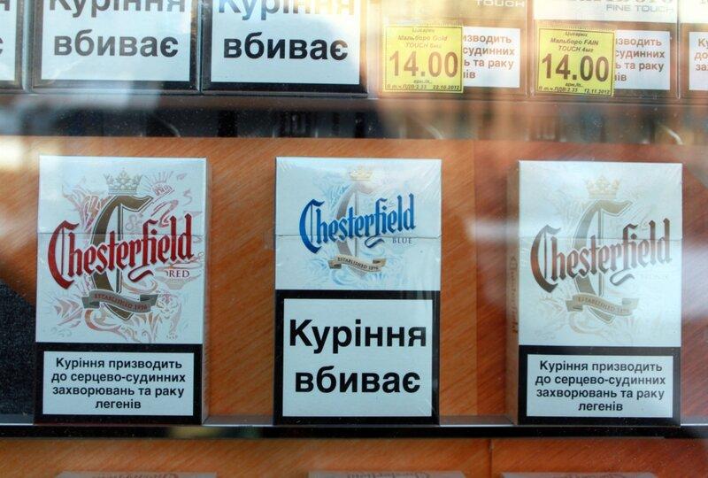 Надпись Курение убивает на пачке