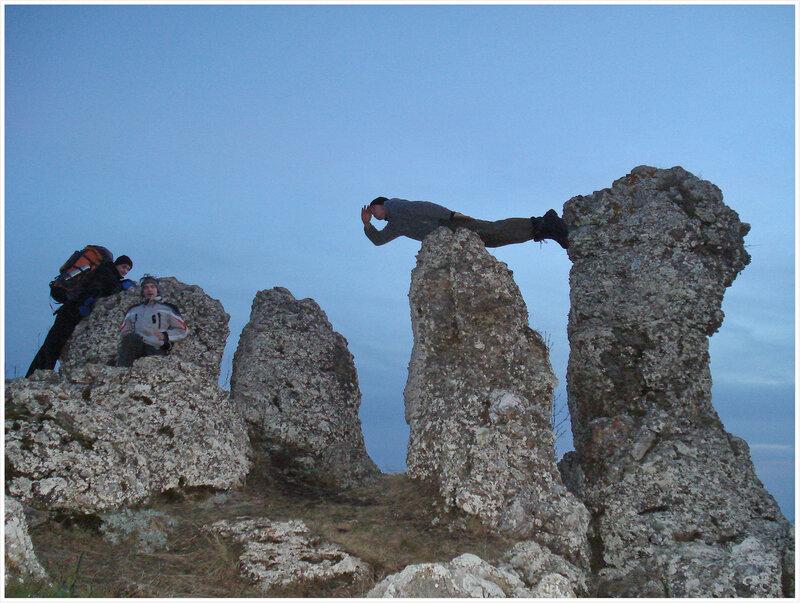 Вечереет. Эти камни - они типа долины привидений.