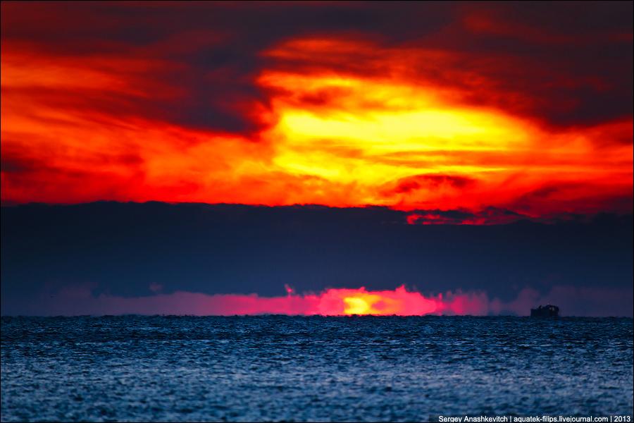 Закатный армагеддон на море