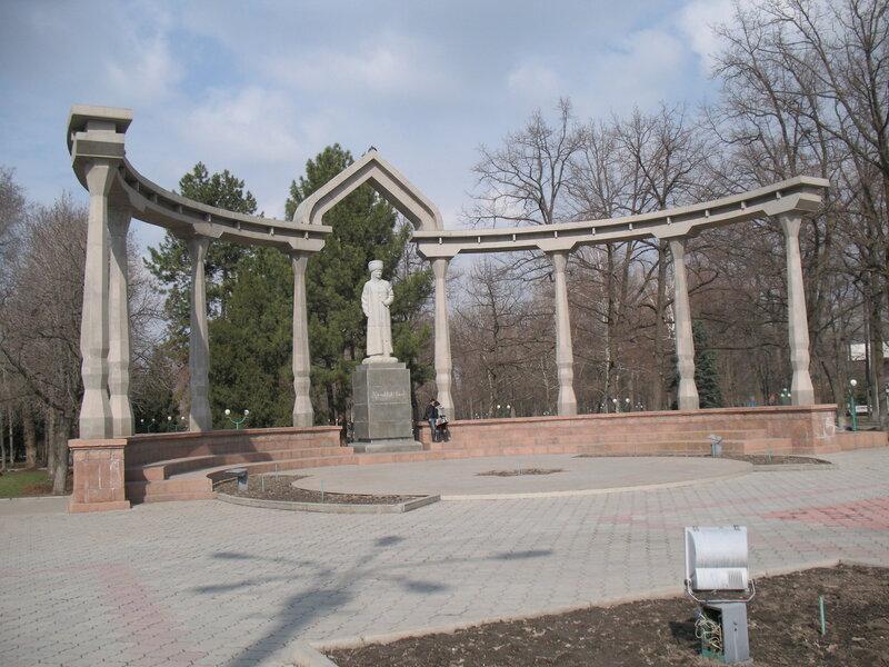 Памятник в парке имени И. В. Панфилова