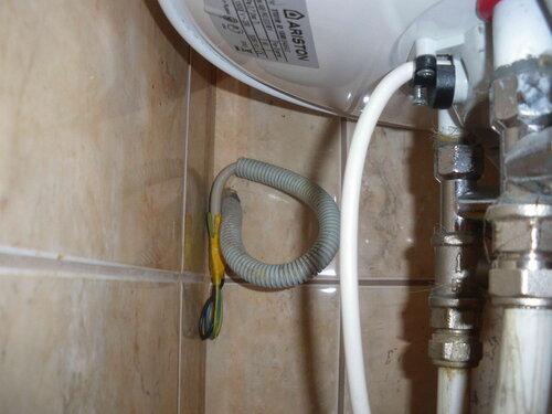 Фото 11. Провода, ставшие причиной электротехнической аварии, надёжно изолированы.