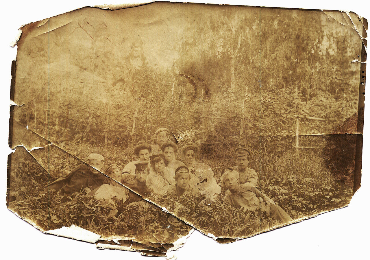 Групповой портрет на траве