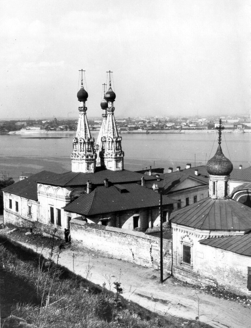 Благовещенский монастырь. Двухшатровый храм с колокольней