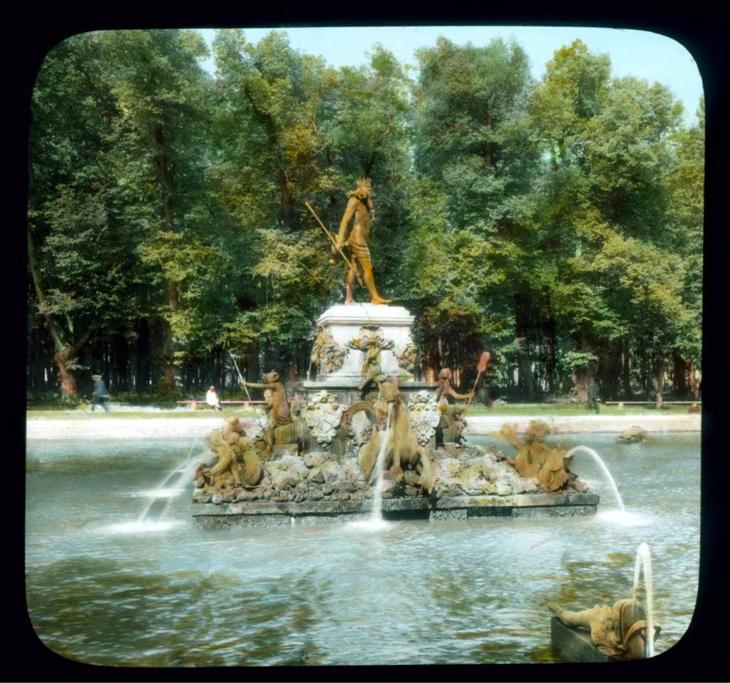 Петергоф.Парк петергофского дворца: фонтан Нептуна