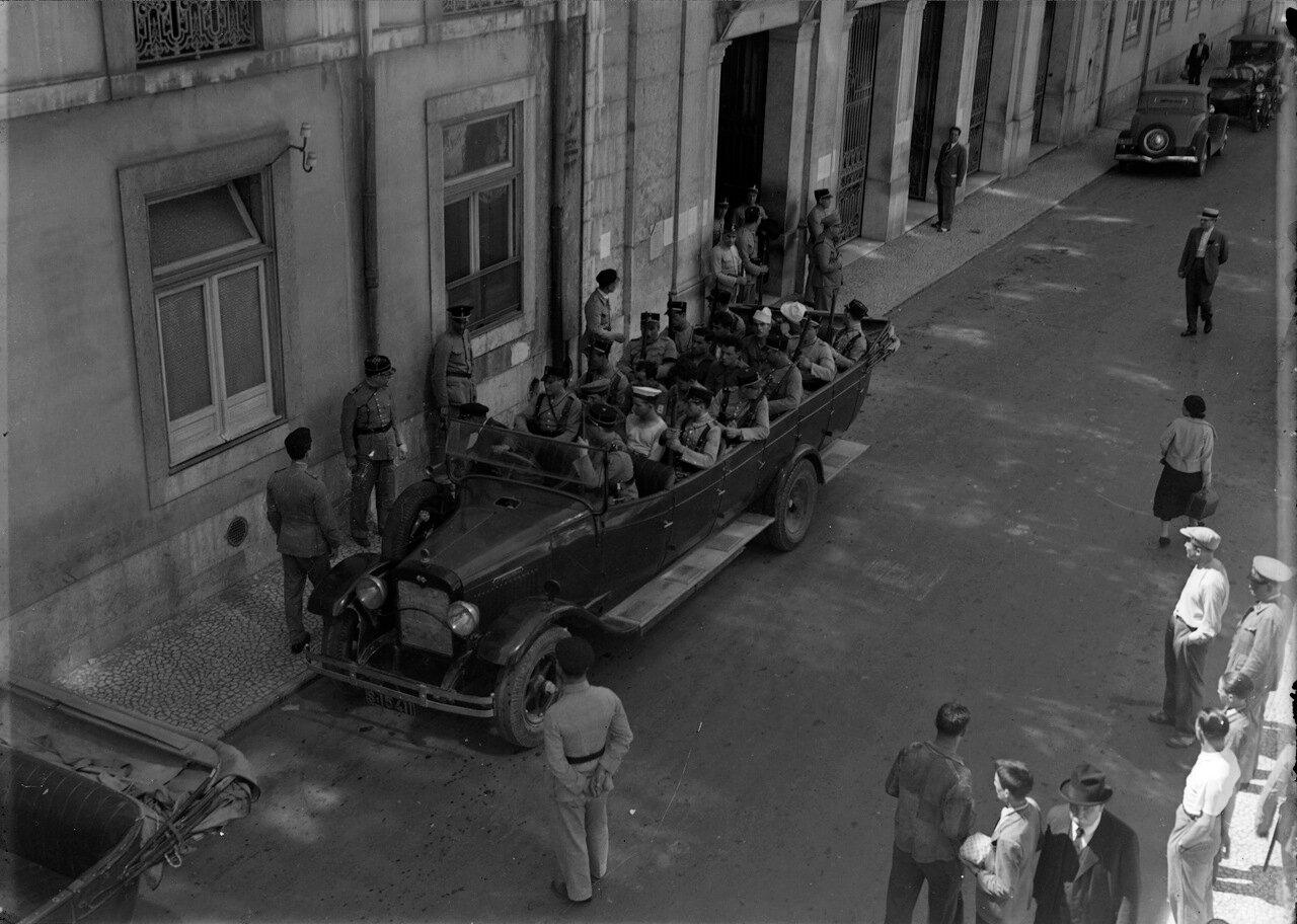 Прибытие арестованных бунтовщиков на Ру Капелло
