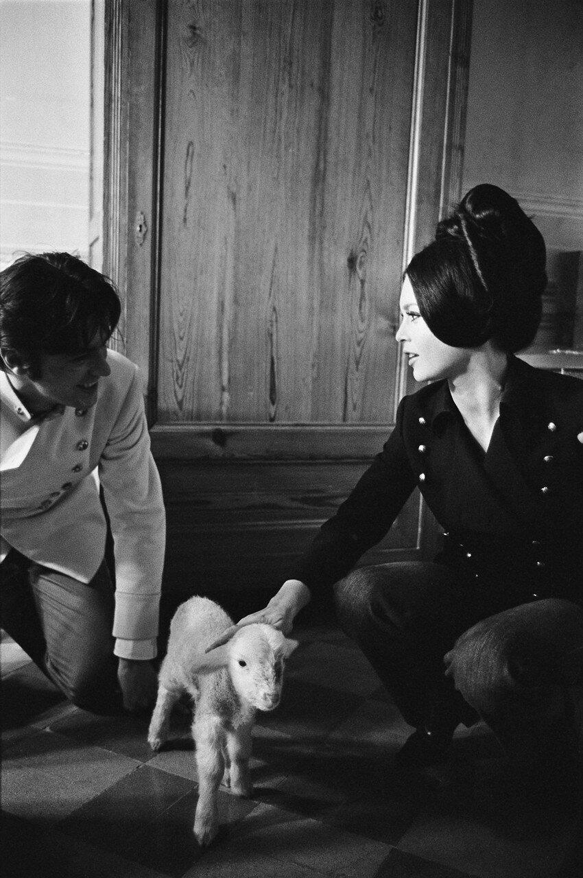 1968. С Брижит Бардо на съемках фильма «Три шага в бреду»