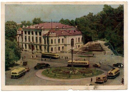 На площі ім. І. В. Сталіна