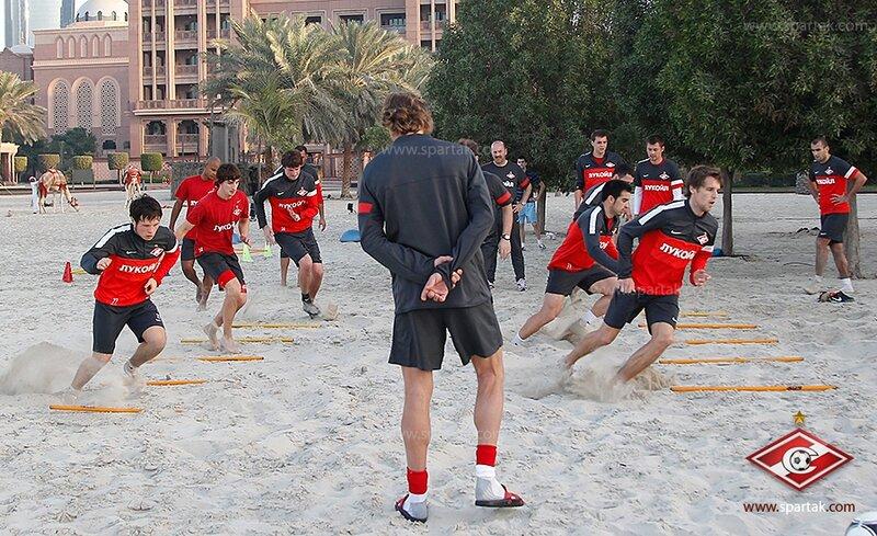 Тренировка «Спартака» в зале, на песке и купание в море (Фото)