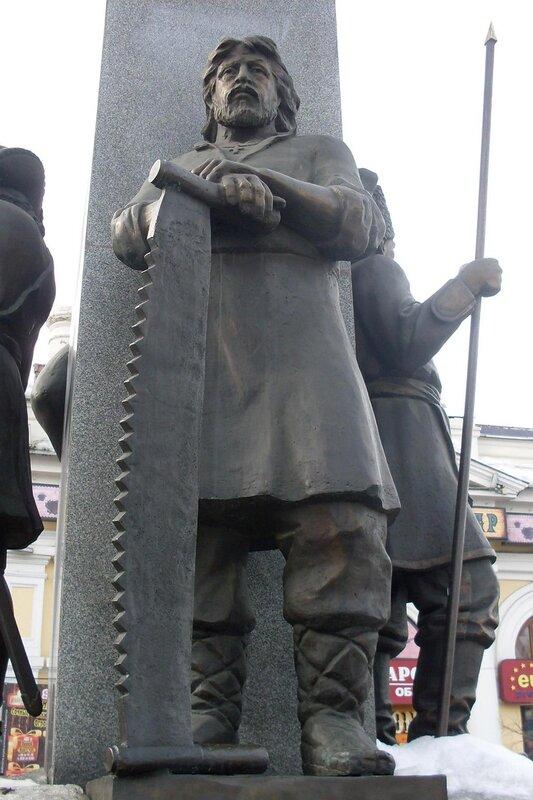 Фрагмент стелы основателям Челябинска