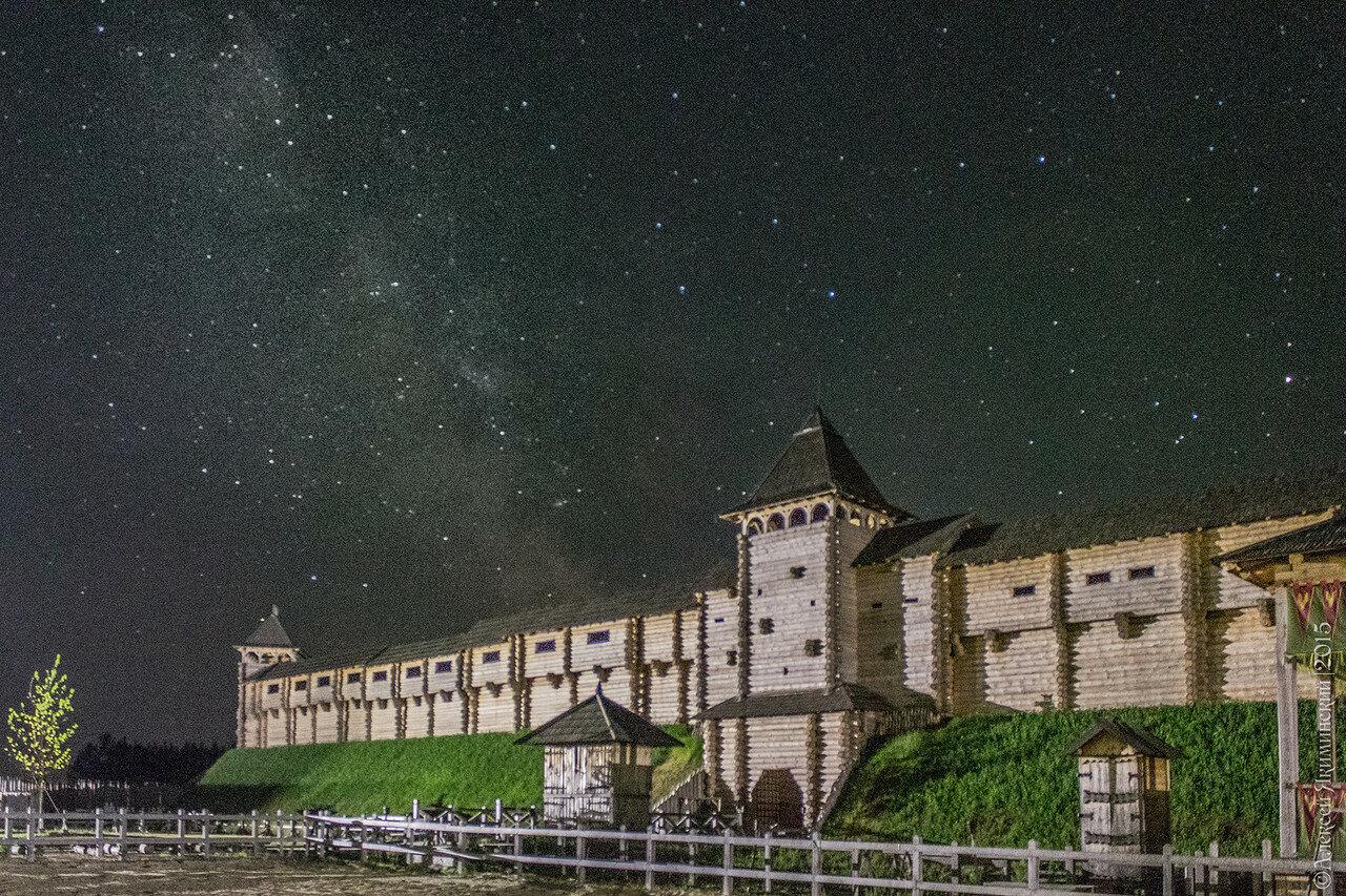 Звездное небо в Древнем Киеве в Парке Киевская Русь