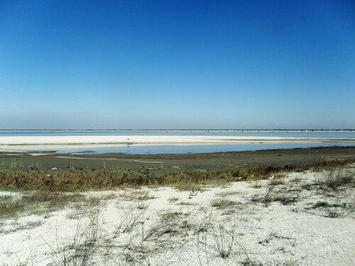 В октябре, пески у моря