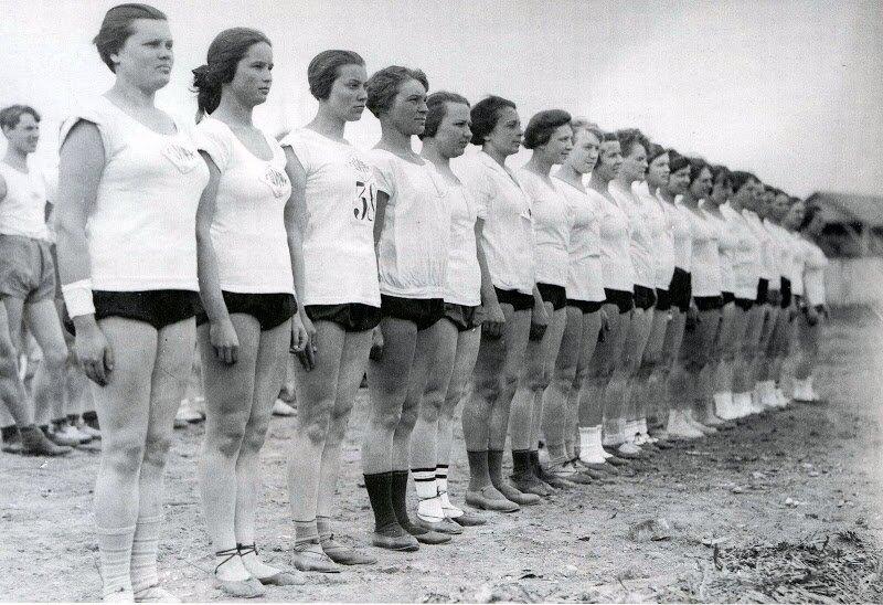 1928. На празднике столичного студенчества.