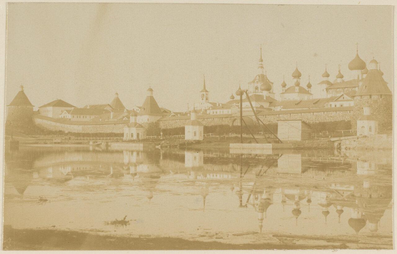 Соловецкий монастырь летним вечером