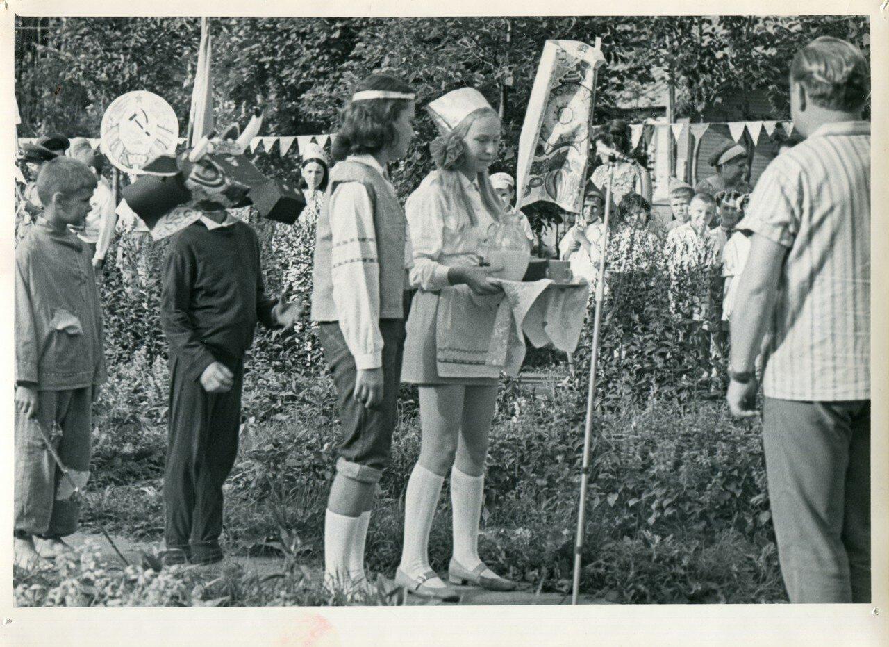 Розги в пионерском лагере 1 фотография