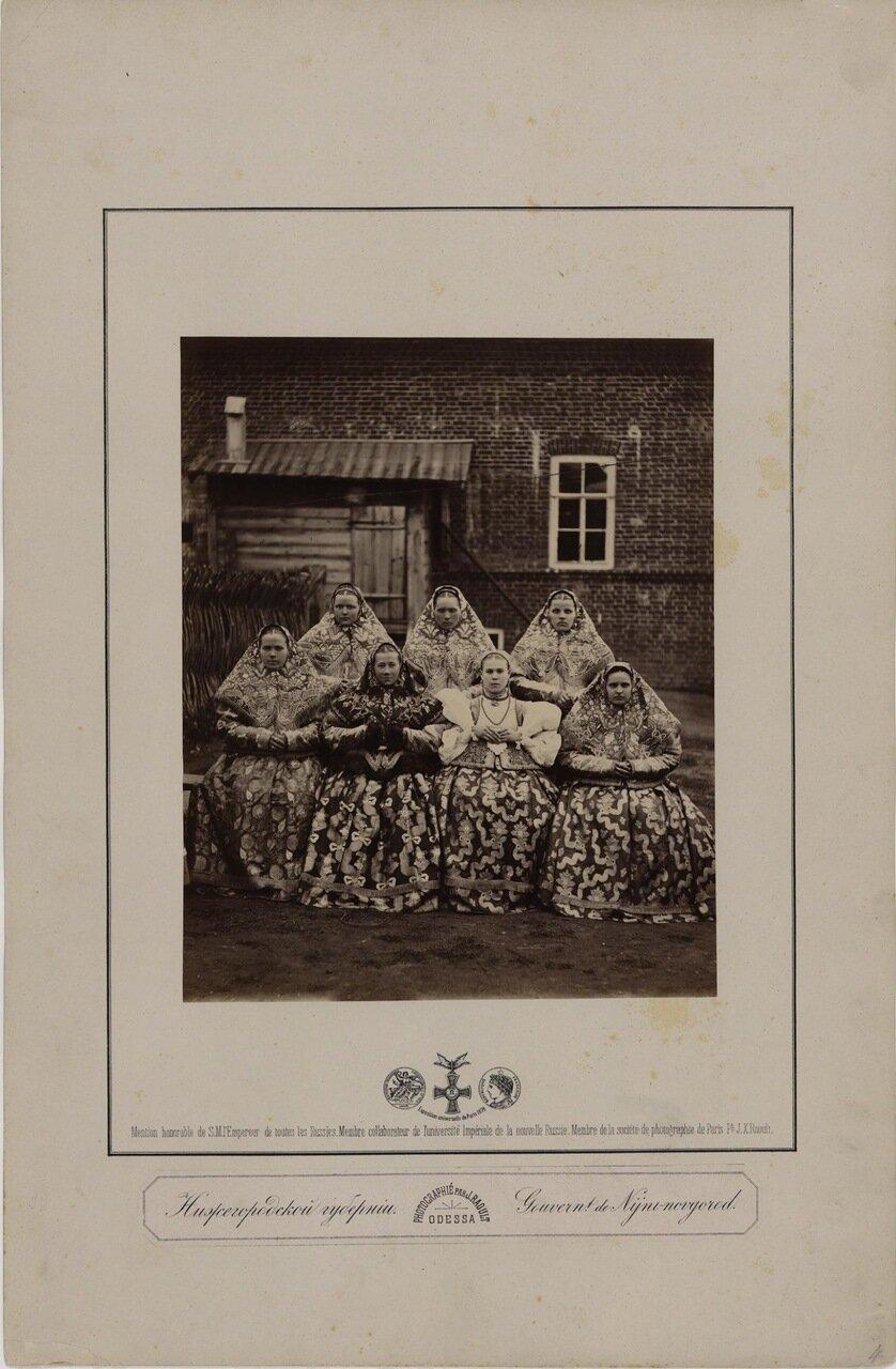 Нижегородская губерния. Девушки в национальных костюмах. 2-я пол. 1870-х.