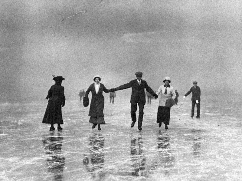 30th January 1912:  Skaters at Oxford.