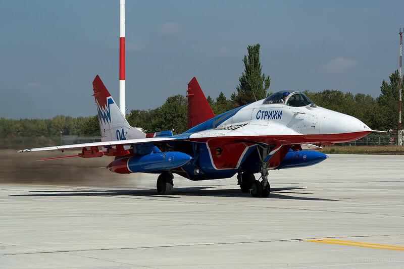 Микоян-Гуревич МиГ-29 (04 синий) D807740