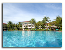 Малайзия. Лангкави. Holiday Villa Beach Resort & Spa Langkawi. Main Swimming Pool