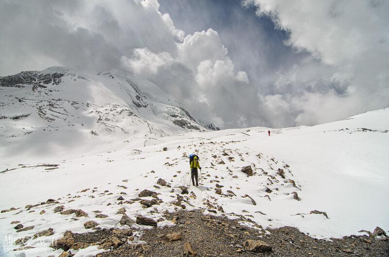 Спускаемся с перевала торонг-ла к High Camp, гималаи, снег, горы