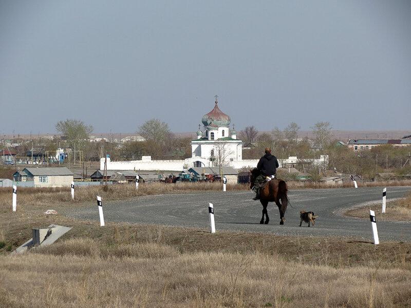 Николаевскую крепость хорошо видно с трассы (06.05.2013)