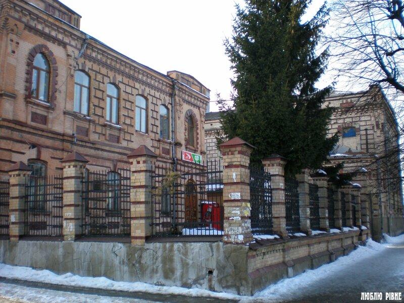 Комплекс будівель Рівненського пивзаводу споруджений в 1900 р. Акціонерним товариством Парового пивоварного заводу