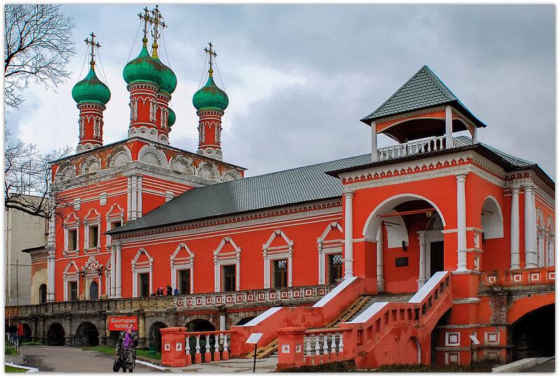 Высоко-Петровский мужской монастырь, трапезная.