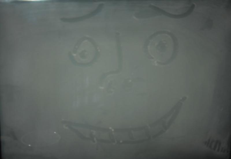 пыль на экране телевизора