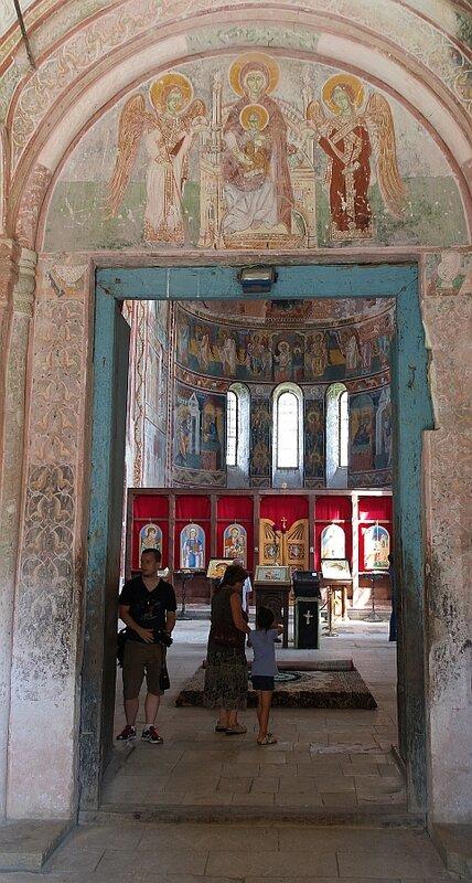 Вход в собор Гелатского монастыря