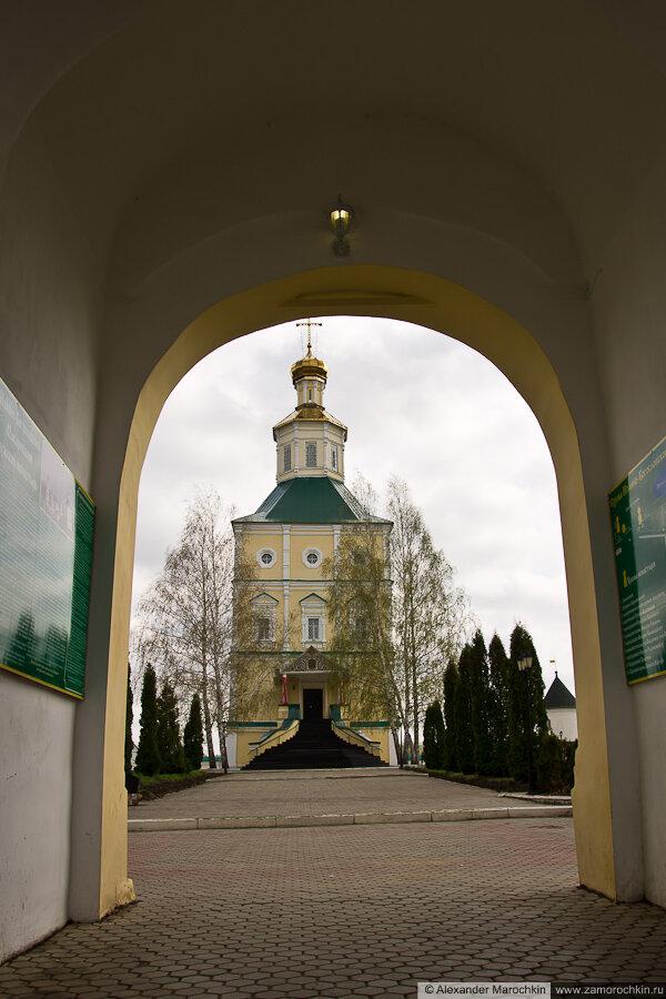 Иоанно-Богословский собор в арке Колокольни. Макаровский монастырь Саранск