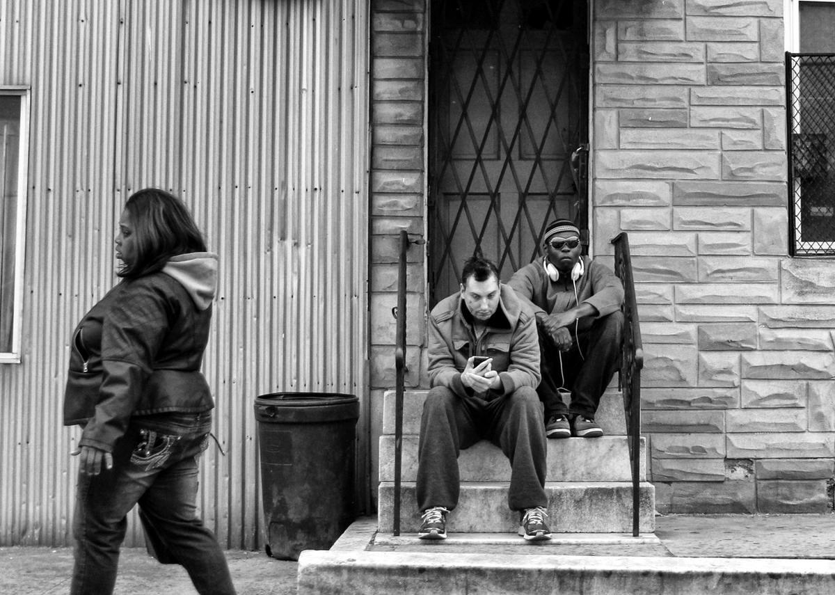 Неулыбчивая Америка: Черно-белая жизнь в бедных кварталах современного Балтимора (39)