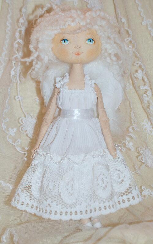 куклы в белом платье