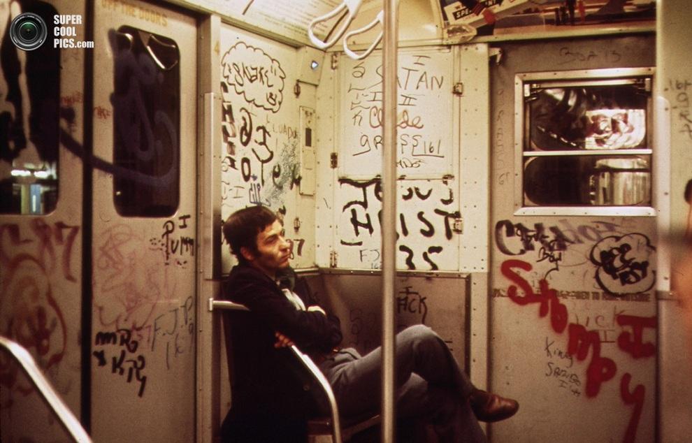 Мужчина в метрополитене Нью-Йорка, май 1973 года