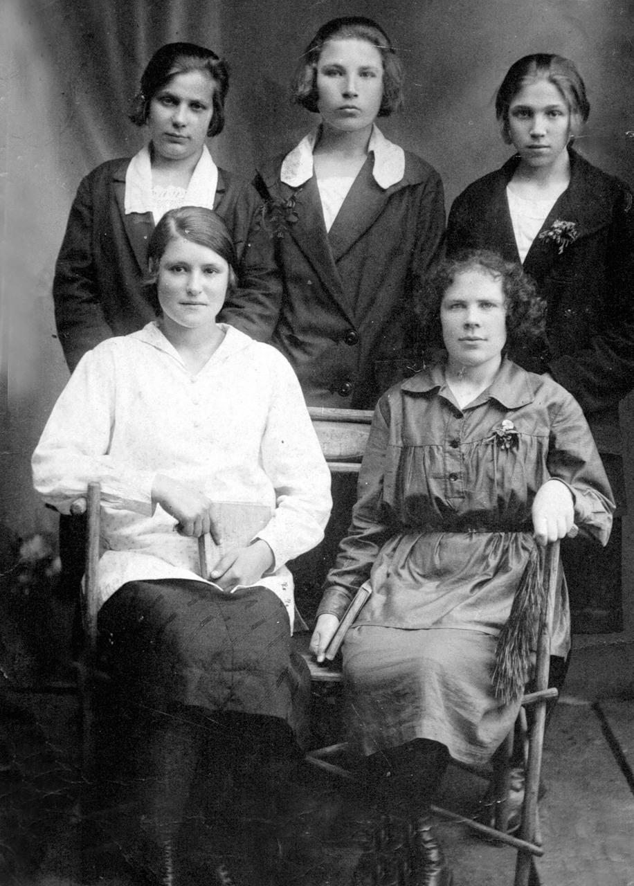 1927. Студентки новосильского педтехникума. 15 мая
