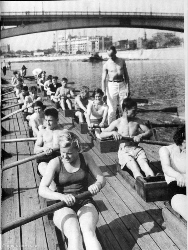 1937. Гребная школа на Москве-реке
