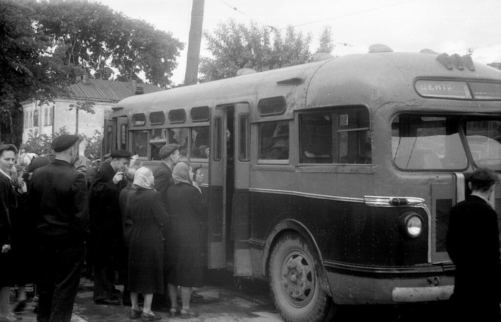 Отъезд детей в пионерский лагерь