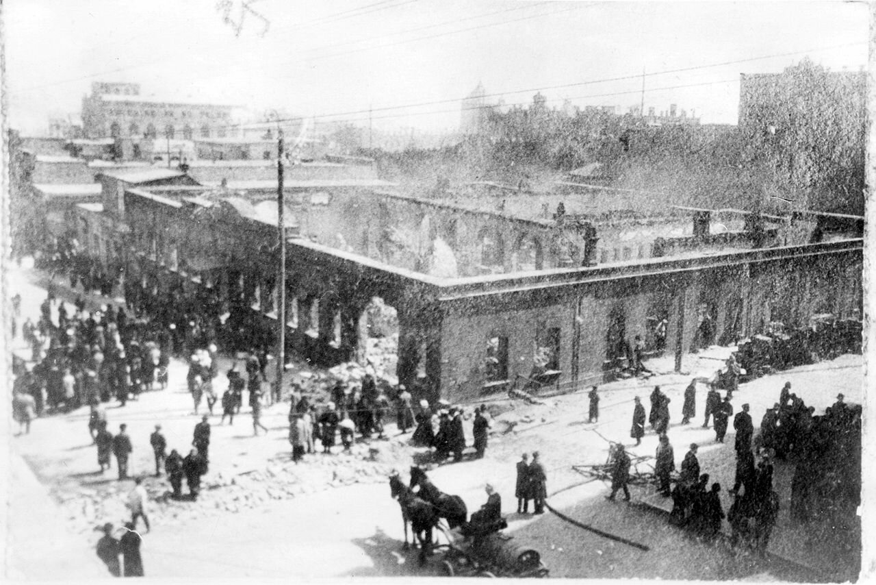 Здание редакции газеты «Каспий» (Баку), разрушенное во время мартовских событий 1918 года.