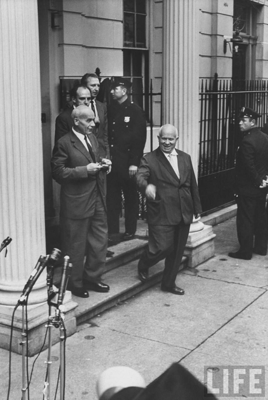 Владислав Гомулка  и Никита Хрущев во время своего визита на сессию Генеральной Ассамблеи Организации Объединенных Наций