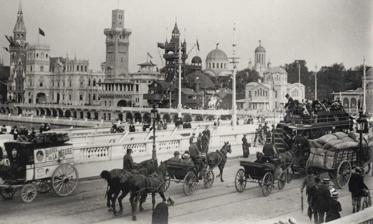 Выставочный павильон «В Старом Париже» и несколько павильонов разных наций