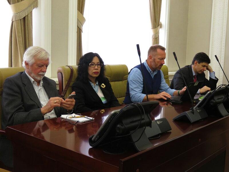 Делегация Всемирного банка на общественных слушаниях по монгольским ГЭС в Бурятии (фото: Александр Колотов)