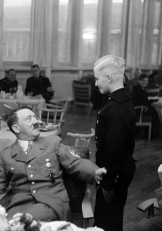 Фюрер и Гитлерюгендовец