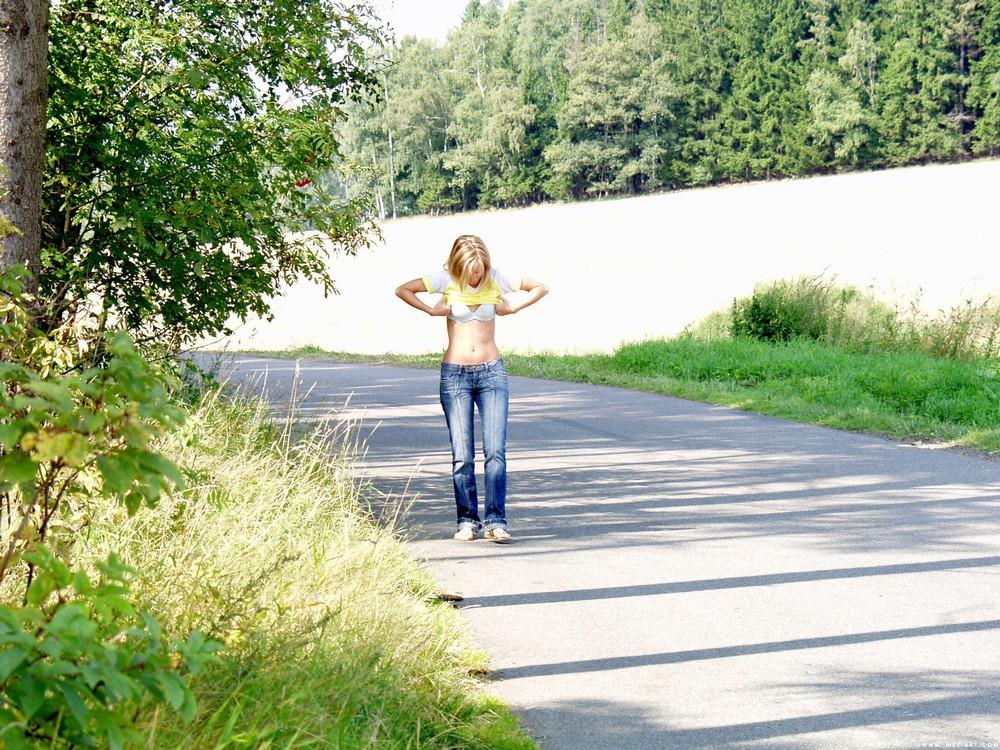 Gwyneth разделась и прогулялась по живописным местам