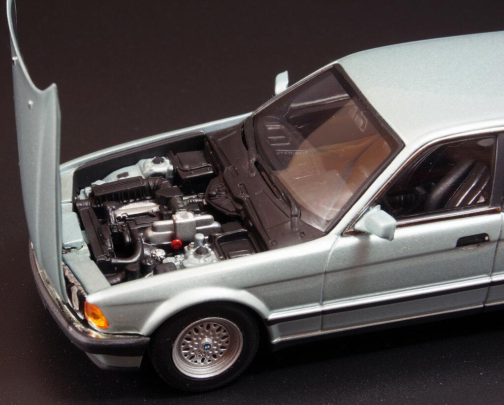 BMW_E32_08.jpg