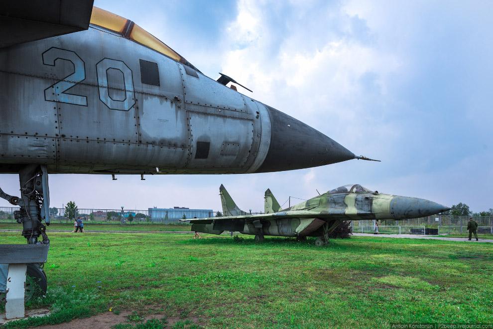 3. У меня основной интерес вызвали, конечно, самолеты. Учебно-тренировочный МиГ-15УТИ.