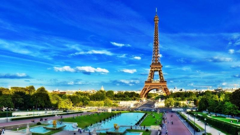 В принципе, законодательство Франции запрещает проводить опрос религиозной принадлежности. Приоритет