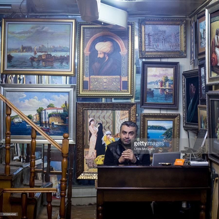 12. Магазин Танера Ергудера торгует суфийской и традиционной живописью.