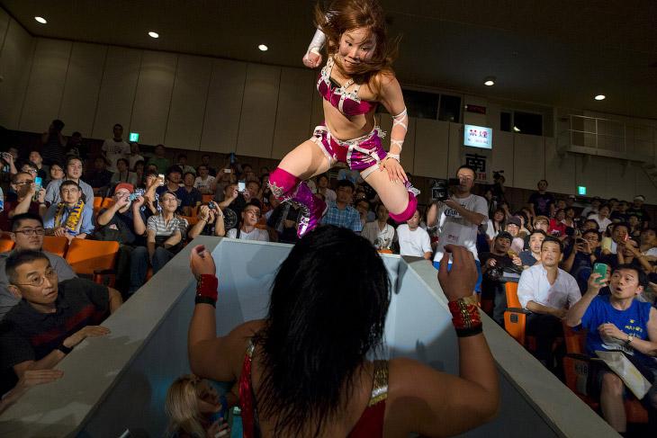 2. Дзёси пуро — название женского реслинга в Японии. (Фото Thomas Peter   Reuters):